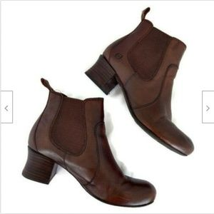 Born brown leather pull on ankle boots 7.5